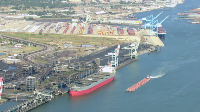 stockvideo's en b-roll-footage met ws aerial view of mcduffie coal terminal and pull out to ws coal terminal at port of mobile / alabama, united states - alabama