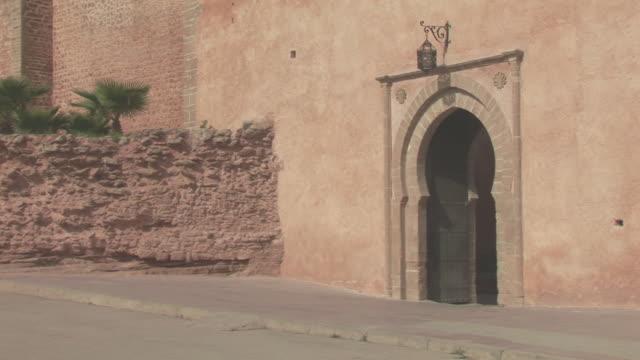 ms view of medina door / rabat, rabat-salã©-zemmour-zaer, morocco - moroccan culture stock videos & royalty-free footage