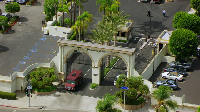 ws zo aerial pov view of melrose gate at paramount studio / los angeles, california, united states - paramount studios stock videos & royalty-free footage