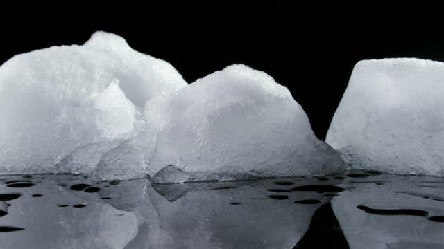 ECU T/L View of Melting ice / New York, United States
