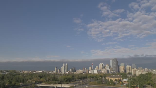 stockvideo's en b-roll-footage met view of memorial drive freeway into calgary and city skyline, calgary, alberta, canada, north america - tilt down