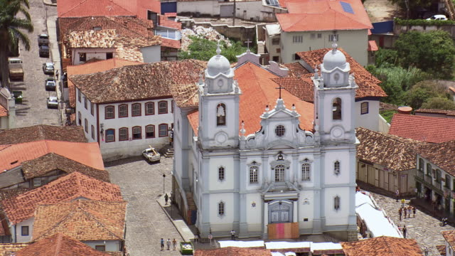 ws aerial zi view of metropolitan cathedral / minas gerais, brazil - minas stock videos and b-roll footage