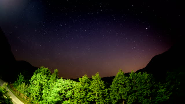 view of milky way over namhae pyeonbaek recreational forest, gyeongsangnam-do province - 宇宙・天文点の映像素材/bロール