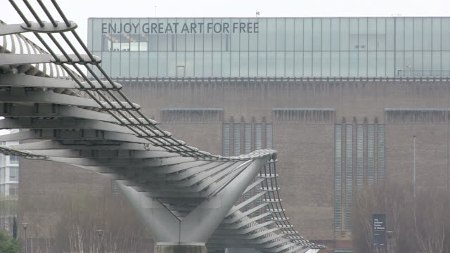 ms view of millenium bridge in front of tate modern gallery / london, england, great britain  - london millennium footbridge stock videos & royalty-free footage