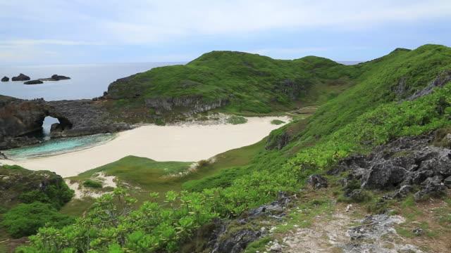 ws pan view of minami jima island, desert island of unesco world natural heritage ogasawara islands / ogasawara islands, tokyo, japan - desert island stock videos & royalty-free footage