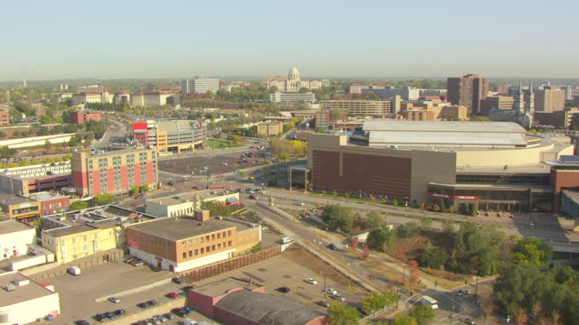 stockvideo's en b-roll-footage met ws aerial view of minnesota state capitol building in far distance / st paul, minnesota, united states - st. paul minnesota