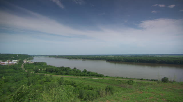 WS PAN View of mississippi river / Rock Island, Illinois, United States