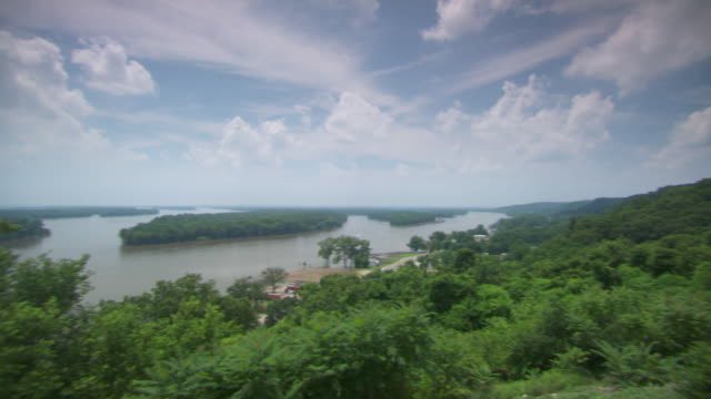 WS PAN View of Mississippi river Rural / St Louis, Missouri, United States
