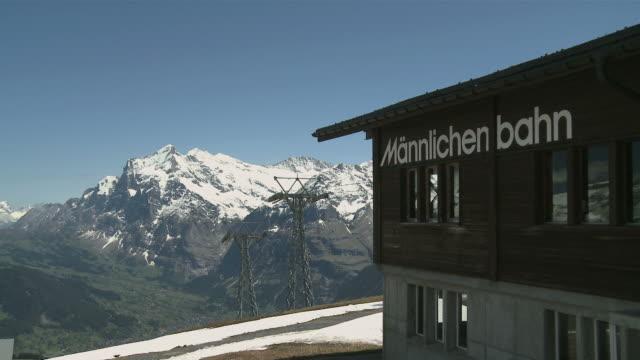ws view of mã¤nnlichen and wetterhorn mountains / grindelwald, bernese alps, switzerland - berner alpen stock-videos und b-roll-filmmaterial
