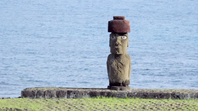 WS View of Moai statue in front of sea / Rapa Nui National Park, Easter Island, Chile