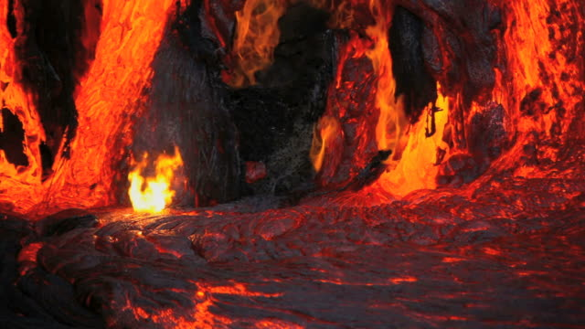 cu view of molten lava flowing on cliff / kalapana, hawaii, usa - lava stock-videos und b-roll-filmmaterial