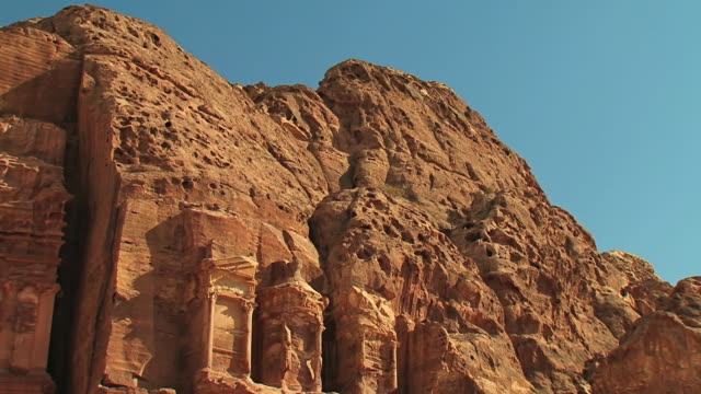 vídeos de stock e filmes b-roll de ws tu view of monastery / petra, jordan - petra