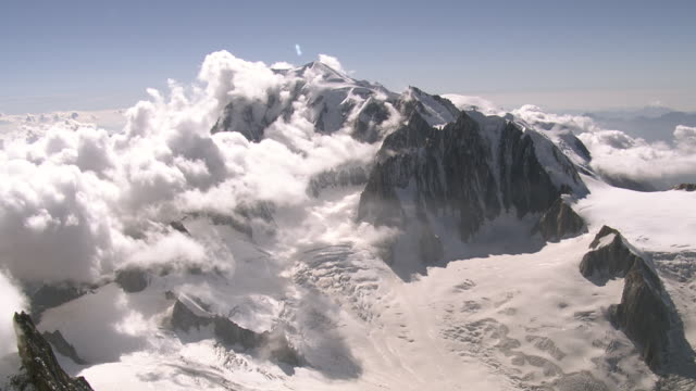 ws aerial view of mont blanc massif with mont blanc du tacul, grand capucin and geant glacier / mont blanc, upper savoy, france - alpi video stock e b–roll