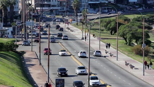 """vídeos y material grabado en eventos de stock de view of montevideo boardwalk (""""rambla"""") in buceo neighborhood, uruguay - montevideo"""
