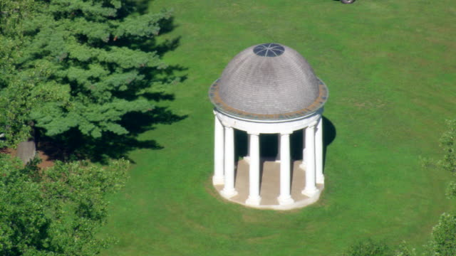 ws aerial zo zi view of montpelier (james madison's house) / virginia, united states - ジェームズ・マディソン点の映像素材/bロール