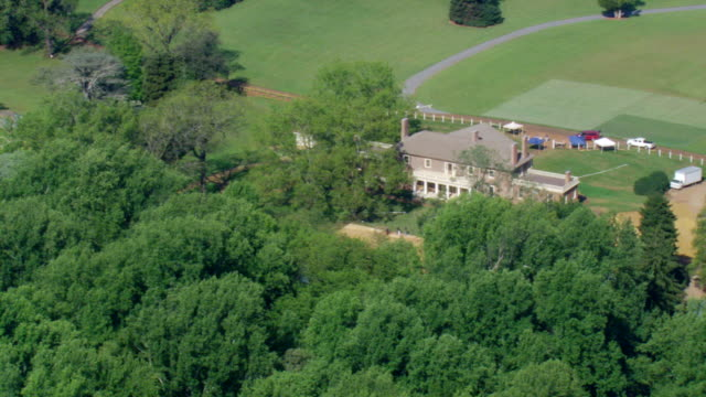 ws aerial zi view of montpelier (james madison's house) / virginia, united states - ジェームズ・マディソン点の映像素材/bロール