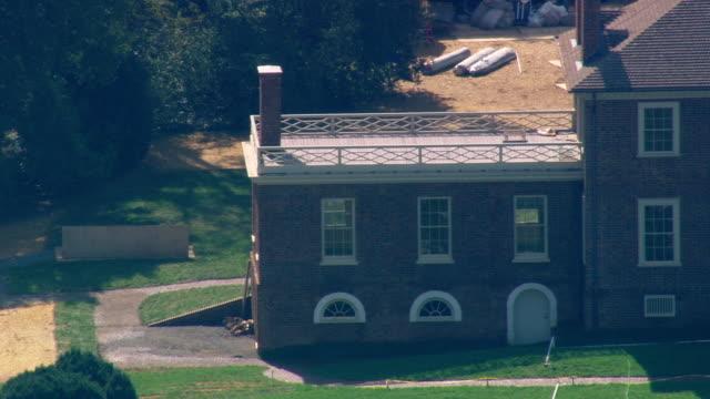 vídeos de stock e filmes b-roll de ws aerial zo view of montpelier (james madison's house) / virginia, united states - montpelier