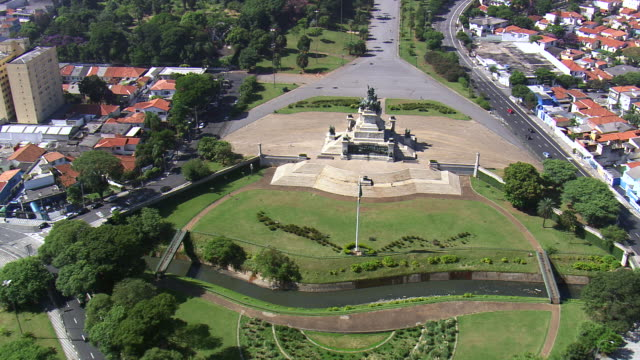 ws aerial td view of monument independence with paulista museum in city / sao paulo, brazil - são paulo stock videos and b-roll footage