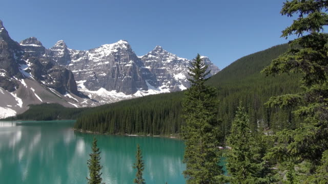 ws view of moraine lake at banff national park ( valley of ten peaks ) / lake louise, alberta, canada - valley of the ten peaks stock videos and b-roll footage