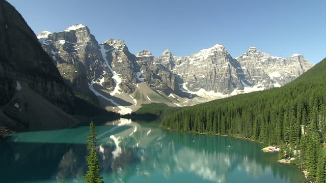 ws view of moraine lake in ten peaks valley at nationalpark / lake louise, alberta, canada - valley of the ten peaks stock videos and b-roll footage
