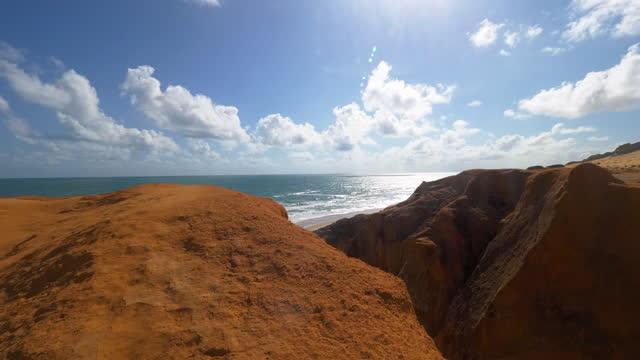 vídeos de stock, filmes e b-roll de vista da praia de morro branco, fortaleza, ceará, brasil - geologia