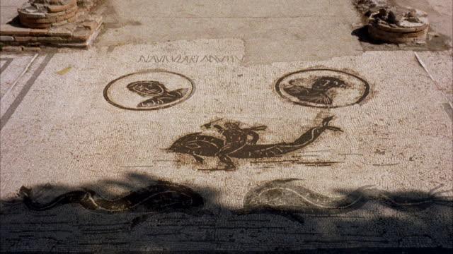 vídeos y material grabado en eventos de stock de ms cu view of mosaics in ostia antica / rome, italy  - mosaico