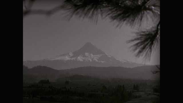 ws view of mount hood / oregon, united states - mt hood stock videos & royalty-free footage