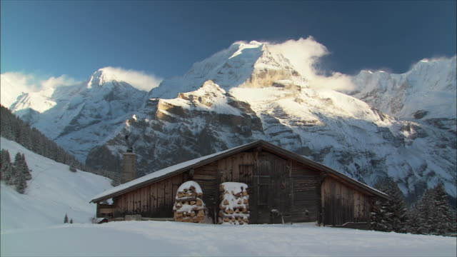 ws view of mountain peak in winter / gimmelwald, berner oberland, switzerland - alps stock videos and b-roll footage