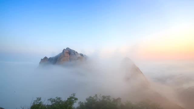 view of mountain peaks (called by insubong, bakwundea, and mangyeongdae) and cloudsea at mt. bukhansan national park (the most popular mountain in seoul) - 景勝地点の映像素材/bロール