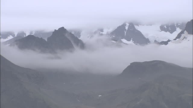 WS PAN View of mountain peaks with some snow AUDIO / Gold Harbour, South Georgia, Antarctica