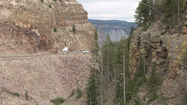 vídeos y material grabado en eventos de stock de view of mountain roads in yellowstone national park of united states - usa