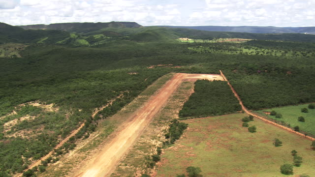 ws aerial view of mountain with trees / minas gerais, brazil - minas stock videos and b-roll footage