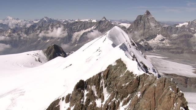 ws aerial view of mountaineers on ridge and klein matterhorn with mont blanc / breithorn, valais, switzerland - mont blanc stock videos & royalty-free footage