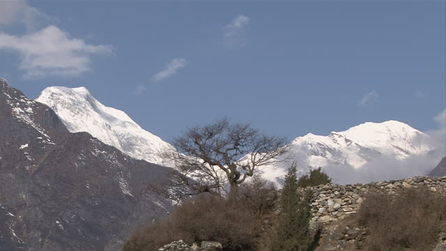 ws view of mountains at thame valley / mende, khumbu region, nepal - khumbu stock videos and b-roll footage