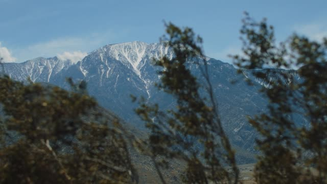 view of mt san jacinto near palm springs, ca. - 巨礫点の映像素材/bロール