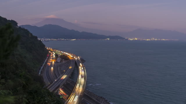 view of mt.fuji and tomei expressway at night time lapse - fanale anteriore video stock e b–roll