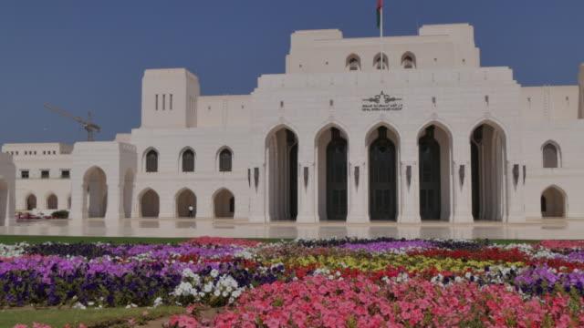 vídeos y material grabado en eventos de stock de view of muscat opera house, muscat, oman, middle east, asia - omán