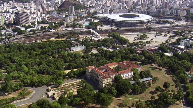 vídeos y material grabado en eventos de stock de ws aerial view of museu nacional - ufrj and maracana stadium / rio de janeiro, brazil - museo