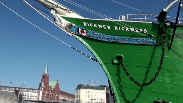 vídeos de stock, filmes e b-roll de ms view of museum sail ship rickmer rickmers / hamburg, hamburg, germany - escrita ocidental