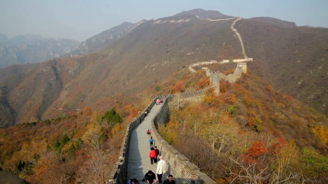 ws view of mutianyu section of the great wall in china - mutianyu stock-videos und b-roll-filmmaterial