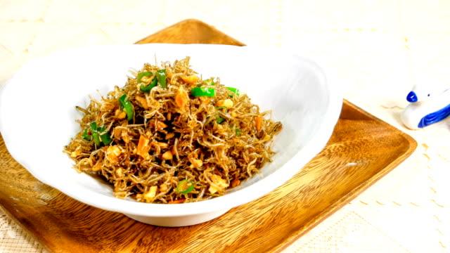 vídeos y material grabado en eventos de stock de view of myulchi bokkeum (stir-fried anchovies) (popular korean side dish) - comida coreana