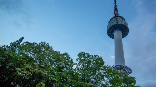 view of n seoul tower with clear sky - zeitraffer tag bis dämmerung stock-videos und b-roll-filmmaterial