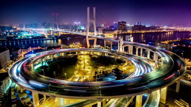stockvideo's en b-roll-footage met t/l ms ha view of nanpu bridge at night / shanghai, china - lichtspoor lange sluitertijd