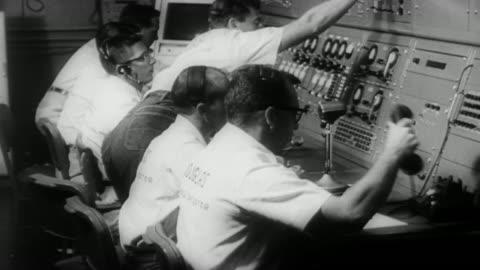 ms view of  nasa mission control / united states - nedräkning bildbanksvideor och videomaterial från bakom kulisserna