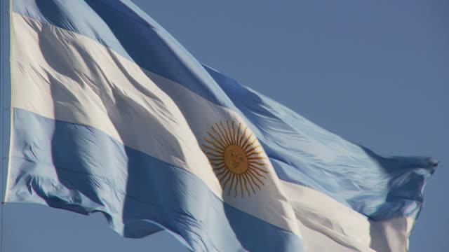 vídeos y material grabado en eventos de stock de view of national flag, buenos aires, argentina - bandera argentina