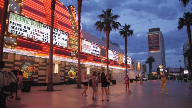stockvideo's en b-roll-footage met view of neon lights on fremont street experience, downtown, las vegas, nevada, usa, north america - stadsweg