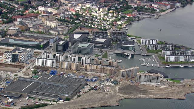 ws aerial pan zi view of new development by coast in north copenhagen / copenhagen, denmark - オーレスン地域点の映像素材/bロール