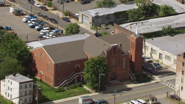 ms aerial ds view of new hope baptist church / newark, new jersey, united states - バプテスト点の映像素材/bロール