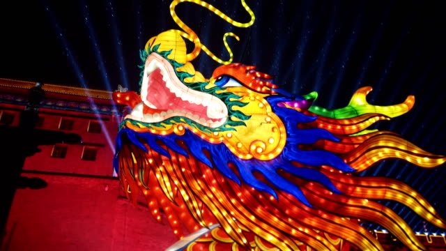 view of new year lantern festival near ancient city wall at night / xi'an, shaanxi, china - 中国文化点の映像素材/bロール
