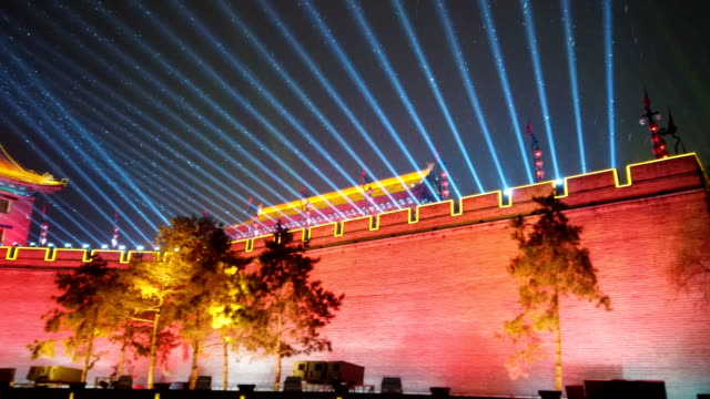 view of new year lantern festival on ancient city wall at night / xi'an, shaanxi, china - 中国文化点の映像素材/bロール